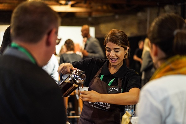 A Starbucks Barista from Portugal Wins Rare Purple Apron 2