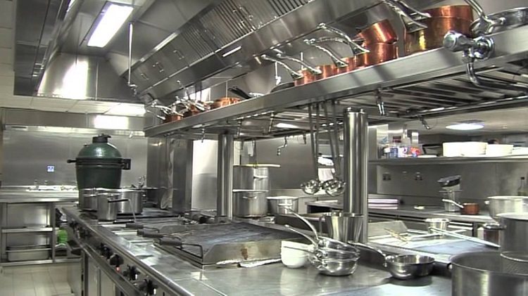 Contents Of Catering Kitchen Goes Under The Hammer