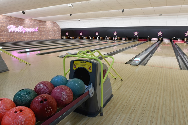 Hollywood Bowl Keeps The Ball Rolling With 163 300 000