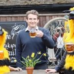Brakspear Honey Bee raises £2,890 for Friends of the Earth Bee Campaign