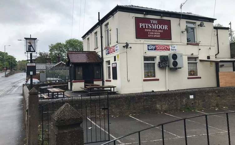 Pubs flouting lockdown have licences reviewed