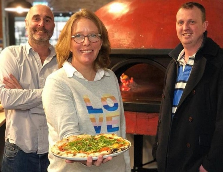 Pizza chain acquires 14 outlets from pub group