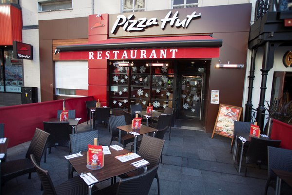 pizza hut wins best gluten free pizza at freefrom awards hospitality catering news. Black Bedroom Furniture Sets. Home Design Ideas