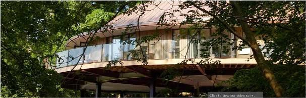 CHEWTON GLEN'S TREEHOUSES